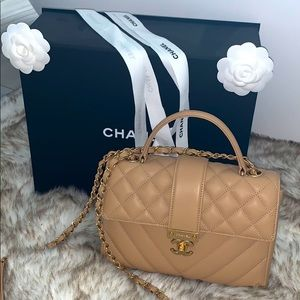 Gorgeous Chanel classic bag. Gold hardware RARE 🤎